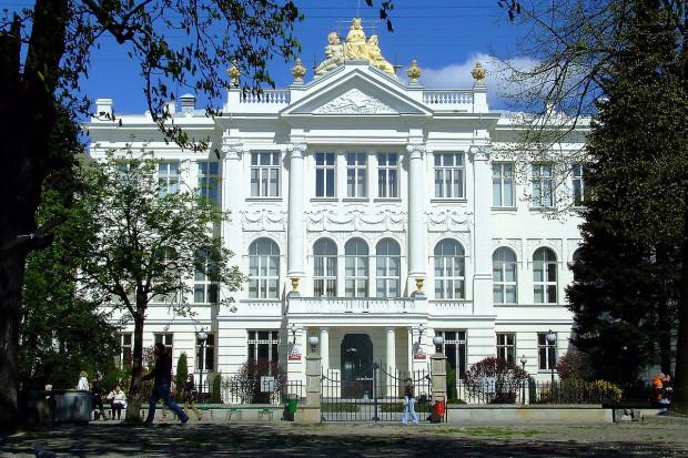 Budynek sądu w Piotrkowie Trybunalskim, Maddox84 / Wikimedia commons / (CC BY-SA 3.0)