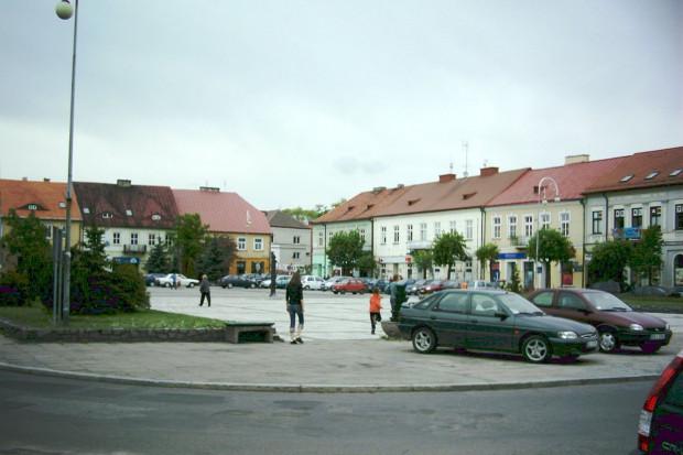 Sieradz: rynek przed rewitalizacją, Z-jacek / Wikimedia commons / (CC BY-SA 3.0)