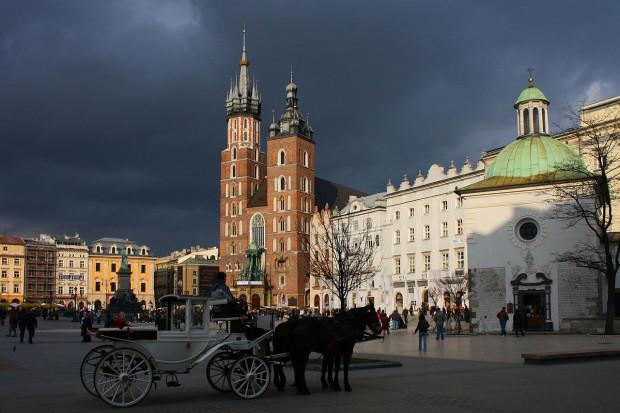 Rynek Główny w Krakowie, Ludwig Schneider / Wikimedia commons / (CC BY-SA 3.0)