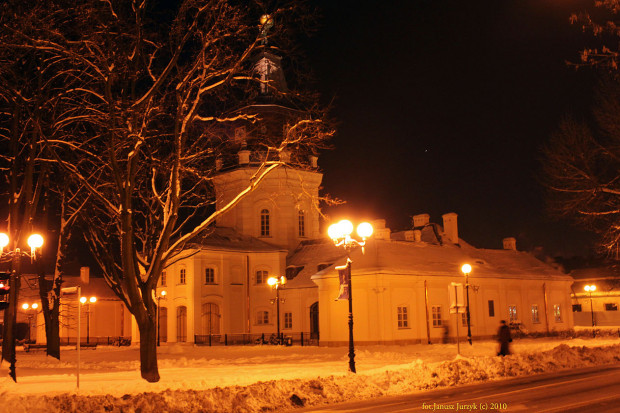 Ratusz w Siedlcach nocą, siedziba władz miejskich, Janusz J. / Wikimedia commons / (CC BY-SA 3.0)