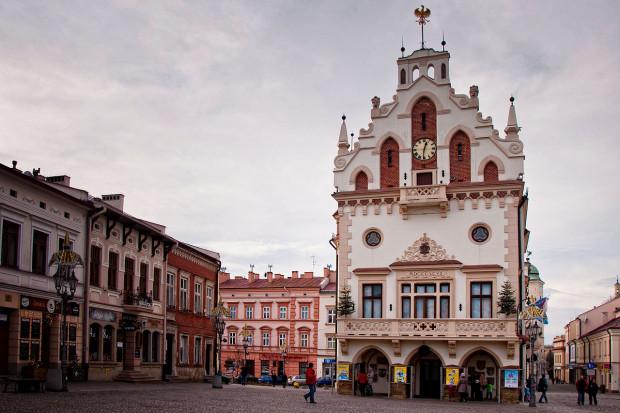 Ratusz Miejski w Rzeszowie, Daniel.zolopa / Wikimedia commons / (CC BY-SA 3.0)