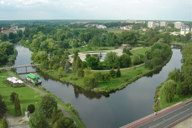 Piła, rzeka Gwda, przepływająca przez miasto. Fot.: Wiki-observer / Wikimedia Commons /  (CC BY-SA 3.0)